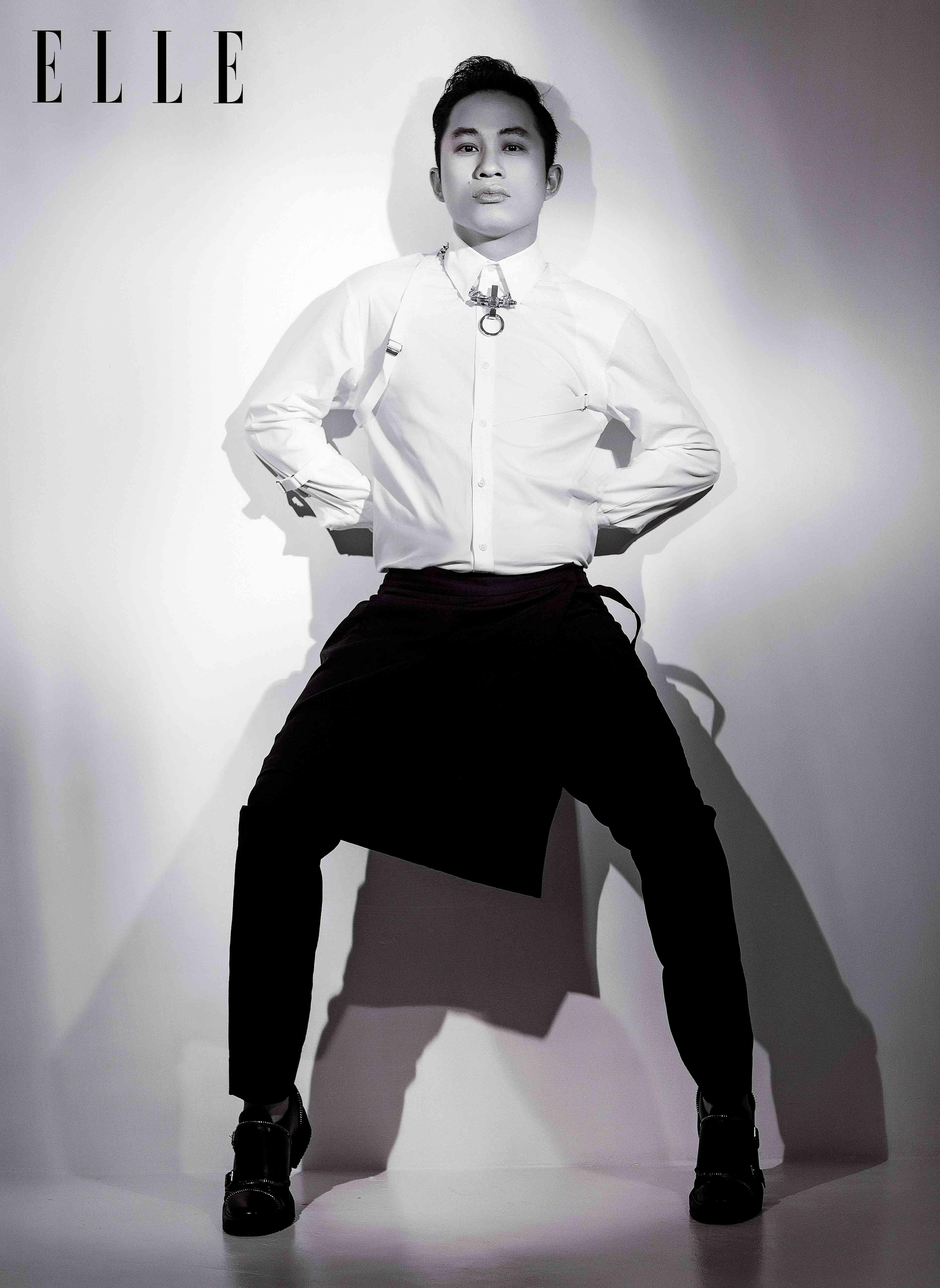 Tâm thế của ca sĩ Tùng Dương