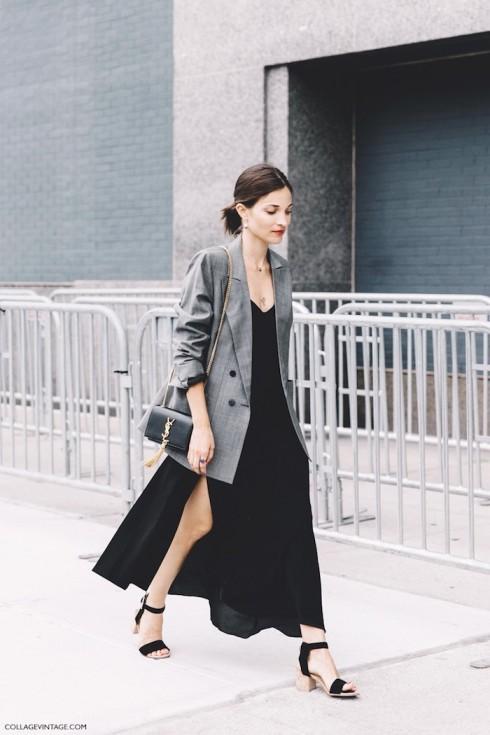 Ví dụ như cách phối này, áo khoác khiến chiếc đầm đen và tổng thể trang phục trở nên phong cách hơn. Bạn cũng có thể phối cùng áo khoác bomber.