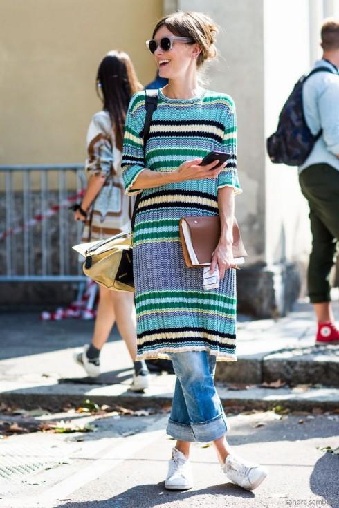 Màu sắc của chiếc đầm và quần ít ra cũng nên có tính hỗ trợ nhau bạn nhé.