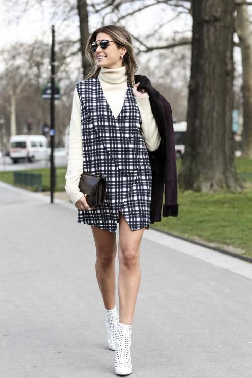 Áo cổ lọ màu trắng, đen, hay trung tính dễ phối hợp hơn tất cả các tông màu còn lại.