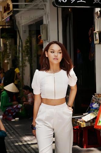 Phong cách tự tin của Quỳnh Mai đã giúp cô vượt qua rất nhiều các cuộc thi sắc đẹp và tài năng.