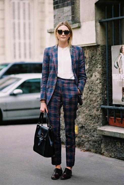 Bạn cũng có thể mặc suits có họa tiết này nhưng nên chú ý đến màu sắc và chất vải nhé!