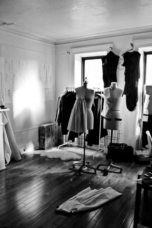 Các nhà thiết kế thời trang có hầu như tất cả những điều kiện tiện lợi để tạo nên một BST, nhưng có lẽ điều họ còn thiếu là thời gian.