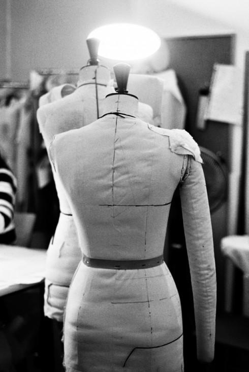 Tạo ra một BST thời trang mang tính chuyên nghiệp, xuôi theo xu hướng, và bán được không là chuyện đơn giản như thiết kế vài mẫu trang phục rồi bán.