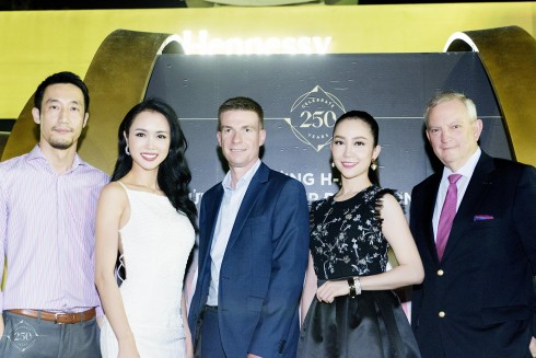 Ngài Leo Wan – giám đốc marketing công ty Moët Hennessy Vietnam, Top 5 hoa hậu Việt Nam Vũ Ngọc Anh, ngài David Ridley –  giám đốc điều hành công ty ty Moët Hennessy Vietnam, diễn viên múa Linh Nga và ngài Jean Michel Cochet – đại sứ  thương hiệu toàn cầu của thương hiệu Hennessy.