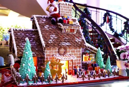 Ngôi nhà gừng đặc trưng của lễ Noel luôn là điểm  cộng thu hút du khách.