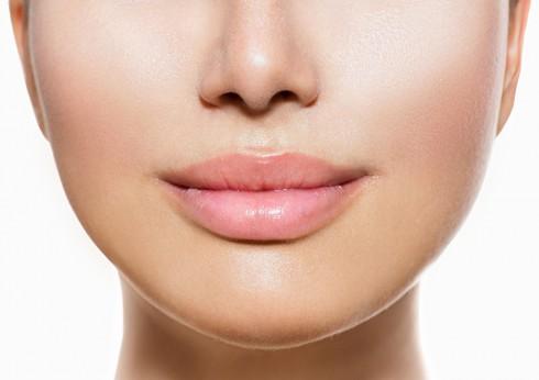Dùng son nhiều gây thâm môi?