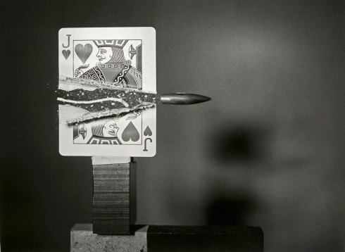 Bullet Through Jack of Hearts - Nhiếp ảnh gia Harold Edgerton (1960)