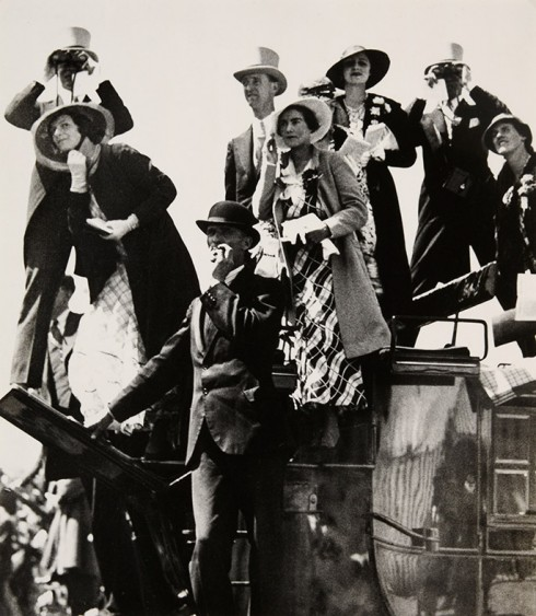 Gold Cup Day At Ascot - Nhiếp ảnh gia Bill Brandt (1933)