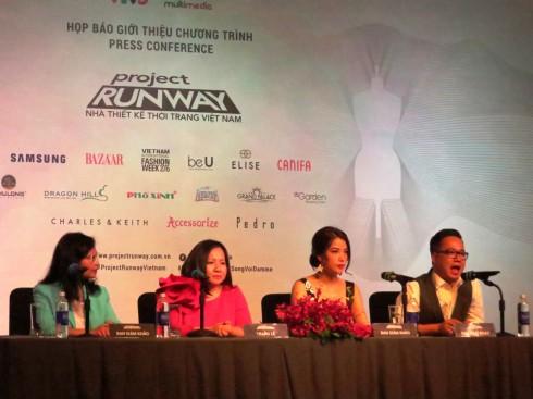 Ban giám khảo và Ban tổ chức trả lời câu hỏi của cơ quan truyền thông