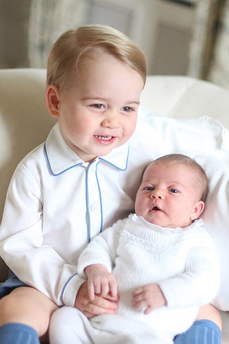 Hoàng tử Charlotte rất hạnh phúc khi có thêm gia đình có thêm một thành viên mới