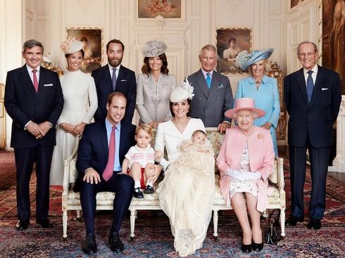 Gia đình Hoàng gia Anh và gia đình công nương Kate Middleton tại Sandringham House, sau lễ rửa tội của Công chúa Charlotte vào ngày 5/7/2015