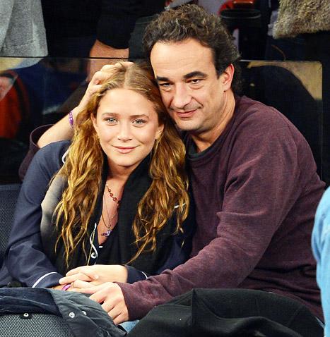 Giới truyền thông thường thấy cặp đôi cùng nhau xem những trận bóng rổ mùa giải NBA, hay chỉ đơn giản là những cái nắm tay trên đường phố New York