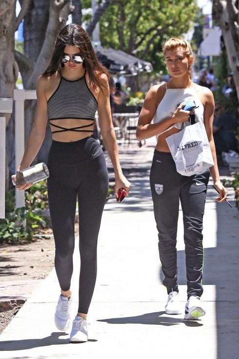 Người mẫu Kendall Jenner rất yêu thích phong cách Athleisure