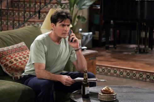 Charlie Sheen trong vai Charlie trong series truyền hình Two and A Half Men. Năm 2010, anh trở thành nam diễn viên truyền hình được trả thù lao cao nhất ở Hollywood nhờ vai diễn này.