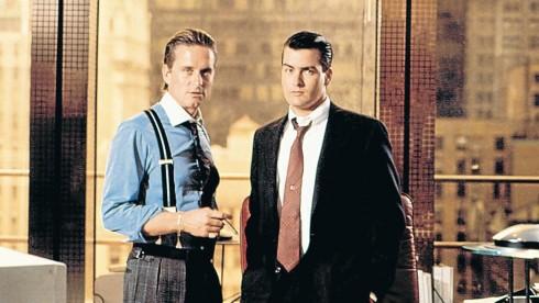 Charlie Sheen (phải) cùng với Michael Douglas (trái) trong bộ phim Wall Street