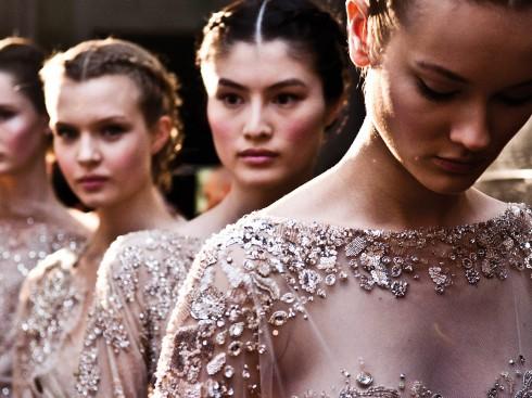 Bộ sưu tập Haute Couture Thu - Đông 2012 của Elie Saab được đính pha lê Swarovski