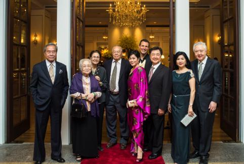 Tiến sỹ Nguyễn Văn Hảo và đại diện ban lãnh đạo khách sạn Park Hyatt Saigon