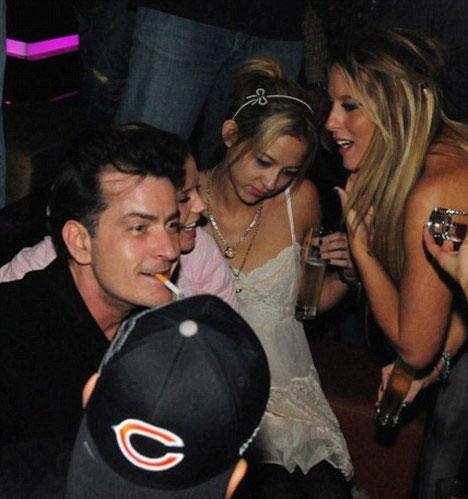 Cuộc đời của Charlie Sheen là chuỗi dài những bữa tiệc tùng thâu đêm trác táng. Anh tự khai đã giành ra hơn $50,000 cho dịch vụ gái mại dâm của Heidi Fleiss