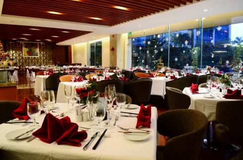 Không gian ấm cúng và sang trọng mang lại những trải nghiệm ẩm thực tuyệt vời cho mùa lễ hội.