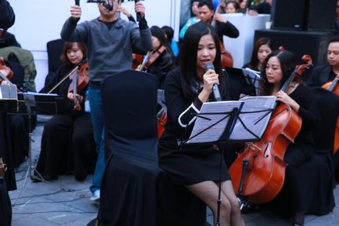 tác phẩm Peter và Chó Sói của nhà soạn nhạn Sergey Prokofiev, được dàn nhạc trình tấu với phần dẫn chuyện của nghệ sỹ Đặng Châu Anh.