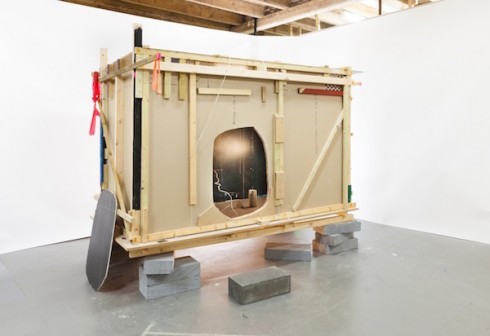 Tác phẩm Pitch (2014) của Anne Hardy