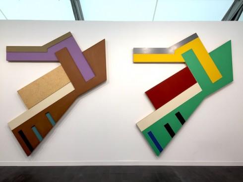 Tác phẩm Suchowola I và II (1973) của Frank Stella tại booth Marianne Boesky Gallery - Ảnh: Lorena Muñoz-Alonso