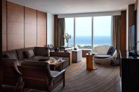 Phòng Superior, Deluxe, Deluxe Executive hay Deluxe Suite – với tầm nhìn ra biển hoặc hướng về thánh phố, được trang bị Wifi miễn phí.