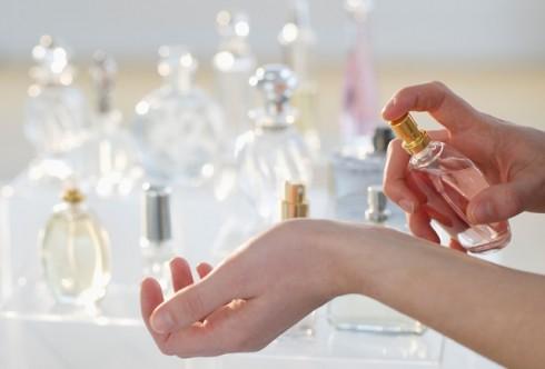 thay quan điểm mừng năm mới - nước hoa mỹ phẩm - elle vietnam Vứt bớt những thứ không còn tốt cho sức khỏe và tập lại thói quen mua sắm trong việc làm đẹp nhé.