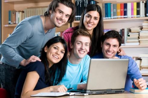 Du học sinh nên ở hay về?
