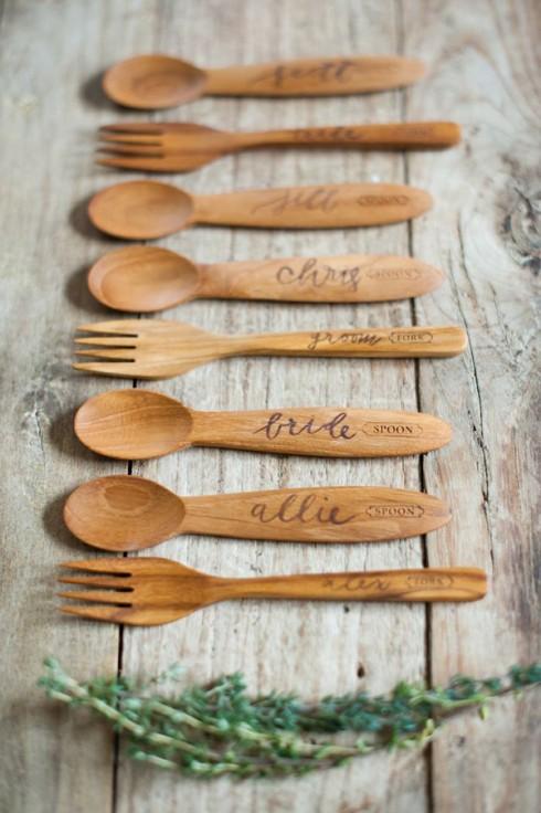 Những chiếc thìa nĩa làm bằng gỗ - chất liệu chủ đạo gần gũi với thiên nhiên.