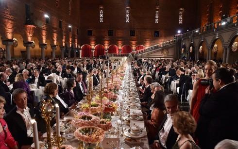 Bên trong bữa yến tiệc sang trọng của Hoàng gia Thụy Điển sau lễ trao giải Nobel 2015