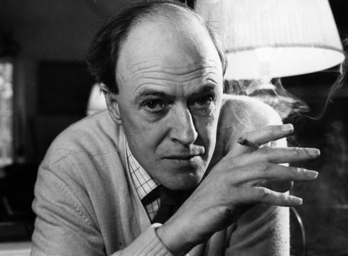 Tiểu thuyết gia người Anh Roald Dahl (1916 - 1995) - Ảnh: Nhiếp ảnh gia Dumant