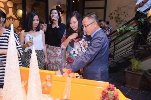 Chương trình Ra mắt bộ quà tặng Càfê RuNam đã diễn ra trong không khí ấm cúng, thân tình với những vị khách mời thân thiết của hệ thống cà phê Ru Nam và các đại diện cơ quan báo chí, truyền thông.
