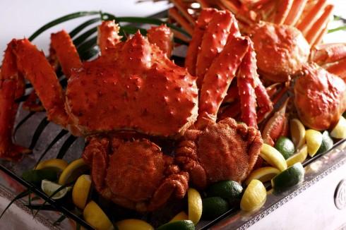 Thực khách có thể thưởng thức cua Huỳnh Đế theo sở thích và yêu cầu của từng khách hay trải nghiệm thực đơn gọi món đầy tinh tế do các đầu bếp của nhà hàng Li Bai chuẩn bị