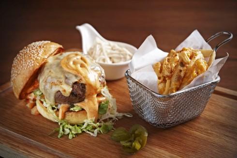 Cùng sáng tạo chiếc bơ gơ yêu thích theo phong cách của riêng bạn tại Mojo Café đường Đồng Khởi trong tháng 1