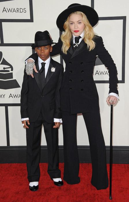 Madonna rất tự hào về con trai mình khi cậu bé hát bài Redemption Song for Paris nhằm tưởng nhớ các nạn nhân xấu số