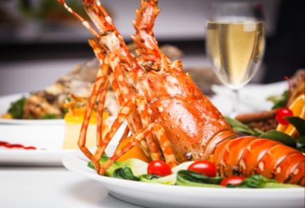 Tân hưởng buổi trưa Chủ Nhật tại nhà hàng Saigon Café bằng một bữa tiệc đầm ấm dành cho các bé cùng bố mẹ và gia đình thân yêu với nhiều hoạt động thú vị và vô vàng sự lựa chọn cho các món khoái khẩu.