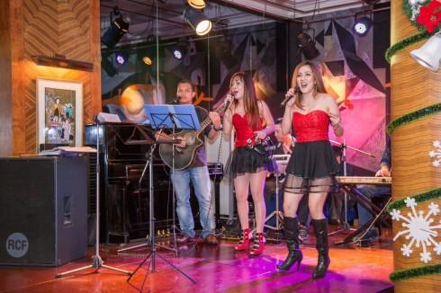 Ban nhạc Phillipines UBEC HARMONY chơi nhạc sống thứ  7 hàng tuần