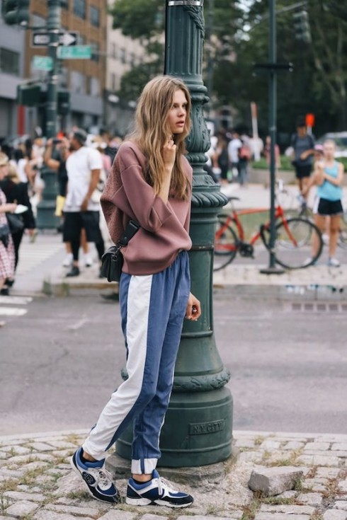 Street style thế giới là kho cảm hứng vô tận cho phong cách ăn mặc thể thao.