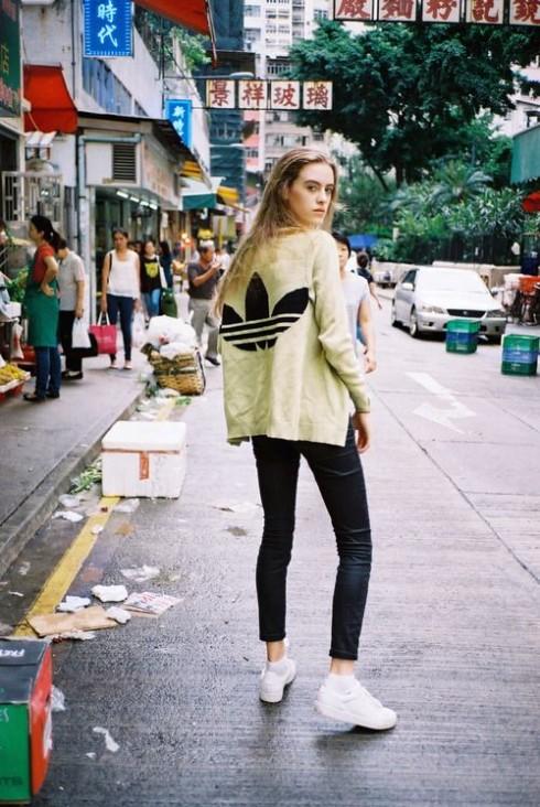 Nike, Adidas,... là hai trong các thương hiệu nổi nhất đối với những ai yêu thích phong cách này.