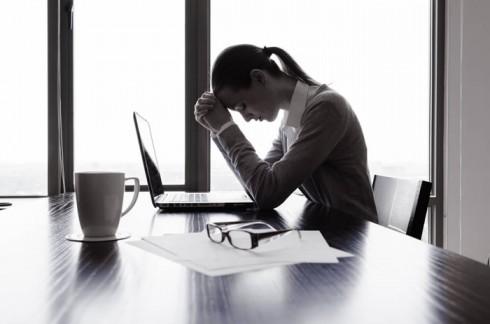 10 tâm lý cần tránh trong môi trường làm việc 1 - elle vietnam
