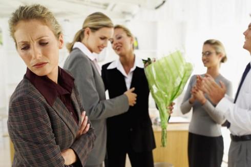 10 tâm lý cần tránh trong môi trường làm việc 12 - elle vietnam