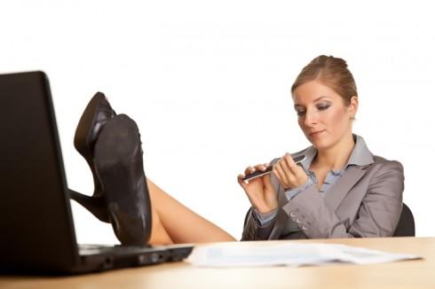 10 tâm lý cần tránh trong môi trường làm việc 3 - elle vietnam
