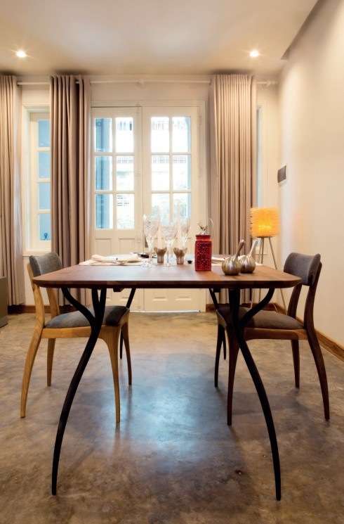 Từng căn phòng trong nhà đều hướng đến một lối sống bình dị và dành chỗ cho nhiều không gian trống.