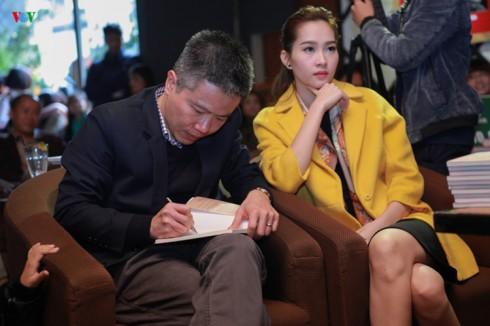 Giáo sư Ngô Bảo Châu và Hoa Hậu Đặng Thu Thảo trong buổi giới thiệu sách