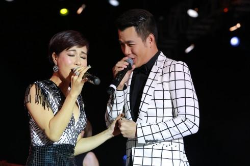 Giọng ca ngọt ngào của hai ca sĩ Hồ Trung Dũng và Uyên Linh làm nóng bầu không khí của Mùa Ấm 2.