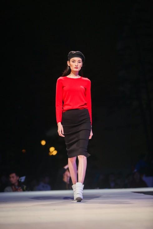 Next top Model Lê Thúy trong trang phục len lông cừu Úc của CANIFA