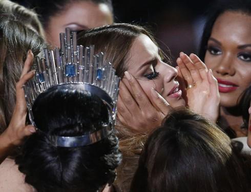 Nước mắt của hoa hậu Colombia đã rơi.