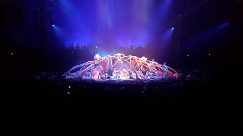 Sân khấu mở màn huyền bí và hoành tráng